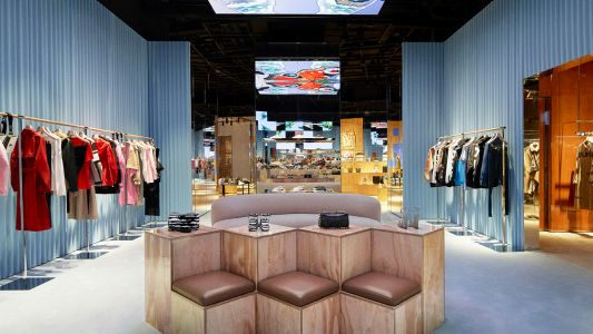 Take a walk around the touch-free store