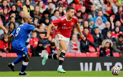 Man United target new right-back to allow Dalot to head to Roma for Mourinho reunion