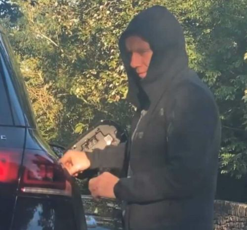 Man United legend Paul Scholes spotted topping up with petrol on roadside