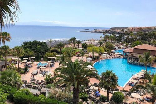 Coronavirus: Tenerife hotel 'with 1000 guests' on lockdown after tourist tests positive