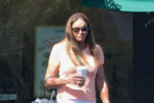 Caitlyn Jenner strolls to Starbucks to pick up a coffee without a face mask
