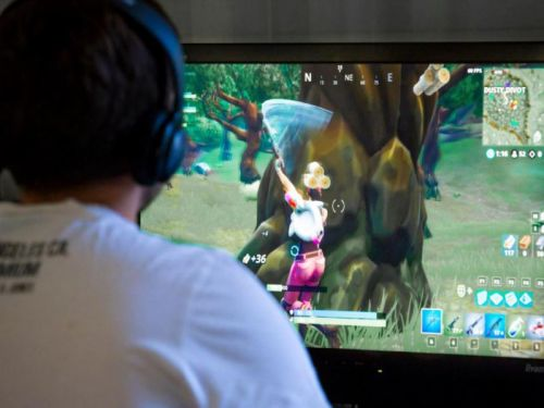Fortnite: Map sucked into black hole and gamers unable to play