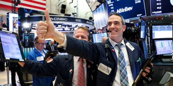 US stocks gain as 2nd-quarter earnings continue to impress investors