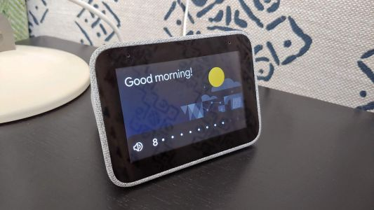 Lenovo Smart Clock update gives Google Photos a new bedside home