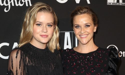 Reese Witherspoon's lookalike daughter Ava has fans seeing double in new picture