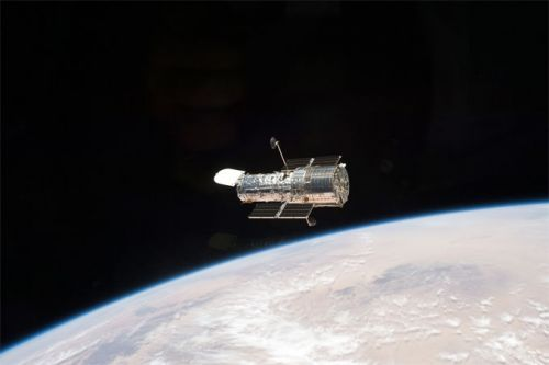 Hubble Space Telescope out of safe mode after software glitch