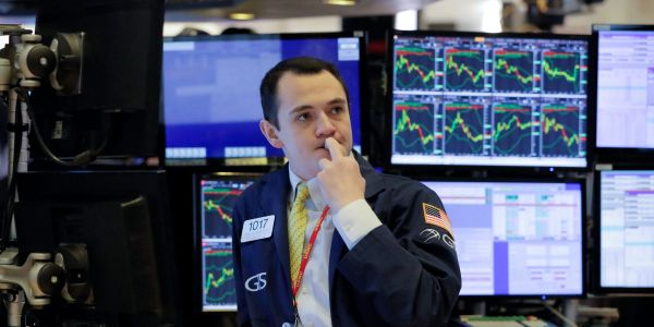 US stocks trade mixed after jobless claims fall below 1 million for first time since March