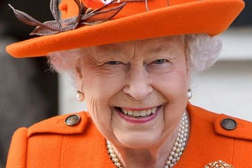 Queen thanks healthcare staff for 'selfless commitment' in new statement