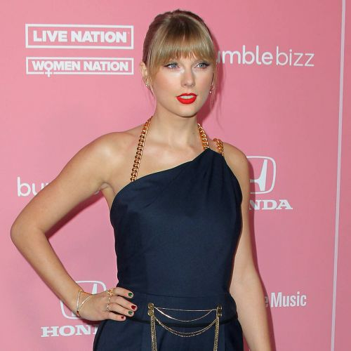 Taylor Swift turns DJ for first Hits 1 n Chill show