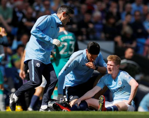 Kevin De Bruyne taken off with new knee injury vs Spurs in massive blow to Man City title hopes