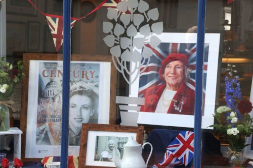 Dame Vera Lynn funeral: Fans gather to farewell We'll Meet Again singer following death aged 103