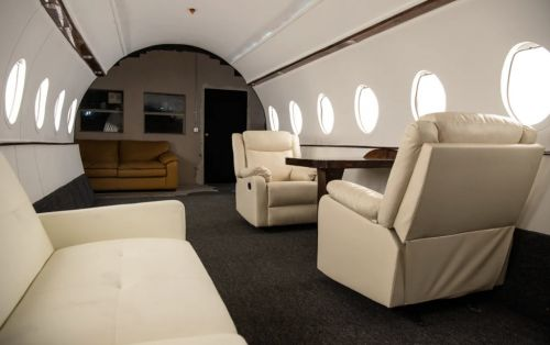 Influencers in LA are renting a room that looks like a private jet to stunt on us all