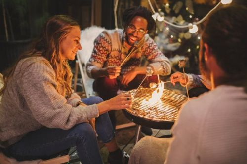 6 Hacks For Socialising Outside, Even In The Cold Weather