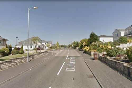 'Armed police' swoop on Cumbernauld street amid ongoing incident