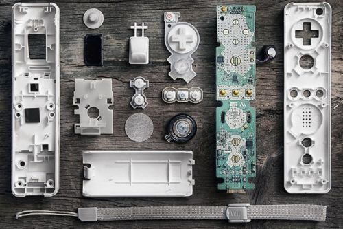 Satisfying images of knolled tech and everyday objects