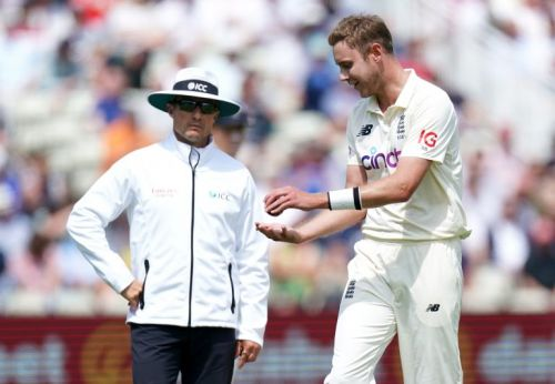 England frustrated by umpiring decision before Dan Lawrence's late breakthrough
