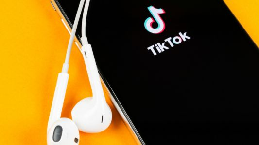 Microsoft's TikTok acquisition is back on track after weekend Trump talks
