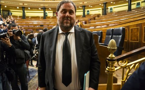 Four jailed Catalan MPs suspended from Spanish parliament ahead of European and local elections