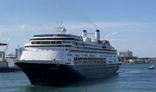 Cruise with suspected coronavirus patients to dock in Florida as US records 1,000 deaths