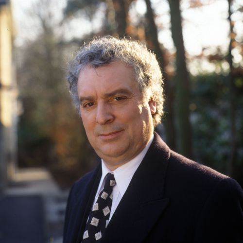 Who has narrated Thomas the Tank Engine as Michael Angelis dies?