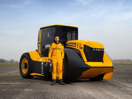 This 1,016-horsepower tractor has just been crowned the world's fastest after it traveled more than 150 miles per hour