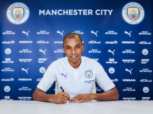 Fernandinho hints he would be open to signing another Man City contract