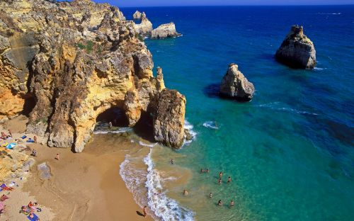 Travel updates: Britons 'most welcome' in Portugal, and Italy reopens its borders
