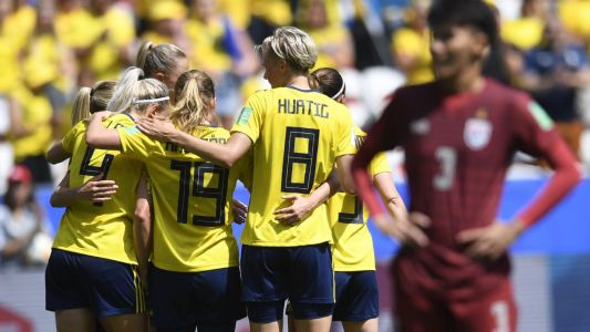 Sweden hit Thailand for five to seal knockout spot