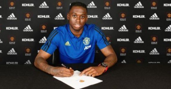 Wan-Bissaka gets advice from Zaha on how to handle Man Utd move