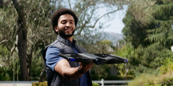 Apple stores are now selling a $2,000 'self-flying' drone you can control from an Apple Watch