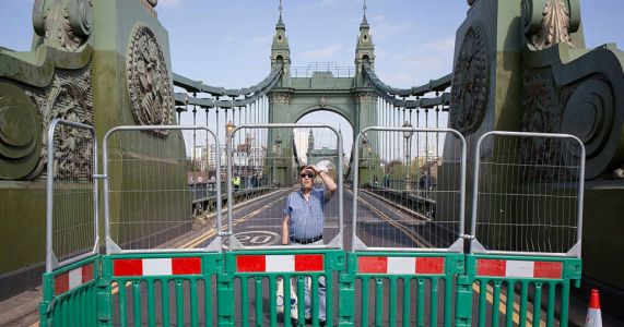 Major London bridge closed with immediate effect after heatwave causes cracks