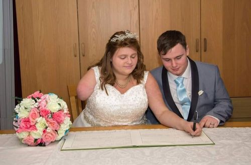 Bride with terminal cancer had arm amputated to give her enough time to get married