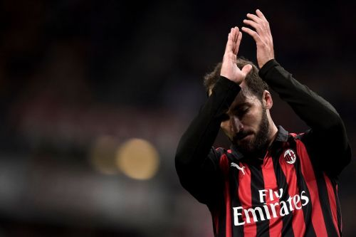 Gonzalo Higuain arrives in London on Tuesday ahead of Chelsea transfer switch