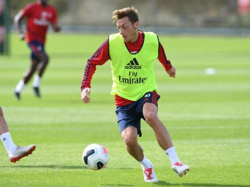 Arsenal to decide late on fitness of Mesut Ozil and Granit Xhaka for Liverpool clash