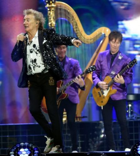 REVIEW: Veteran showman Rod Stewart showing no signs of slowing down