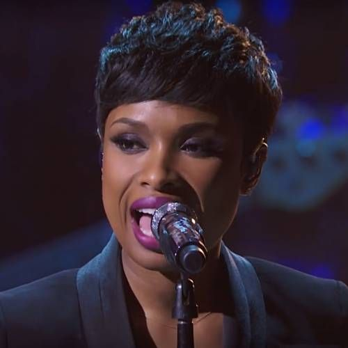 Jennifer Hudson led an eight-second silence to Kobe Bryant at the NBA All-Star game in Chicago