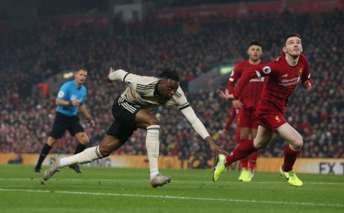 'He's on the waltzers!' - Gary Neville rips into Aaron Wan-Bissaka for performance against Liverpool