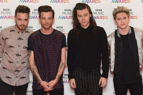 One Direction 'in secret talks for 10th anniversary reunion'