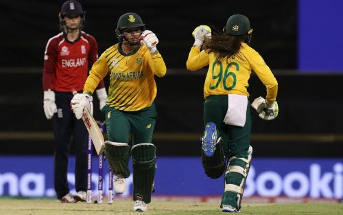 England lose opening match in Women's T20 World Cup as South Africa claim victory with final-over fireworks