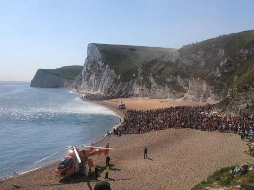 Packed beach evacuated after three seriously injured jumping off cliffs into sea