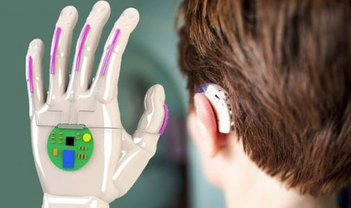 Glove translates sign language in real-time - '99 percent recognition rate'